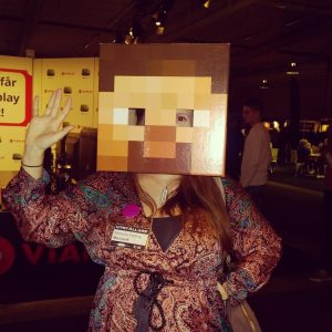 Rebecka Keeling provar på livet i Minecraft på Gamex